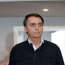 Folha é a maior fake news do Brasil, diz Bolsonaro a manifestantes