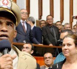 Pastor e militar, deputado baiano rejeita Bolsonaro