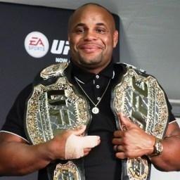 UFC anuncia Derrick Lewis como desafiante de Daniel Cormier em Nova York