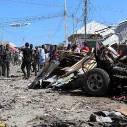 Atentado com carro-bomba na Somália deixa mortos e feridos