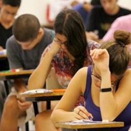 Estudantes encaram 2º dia de ENEM neste domingo (11)