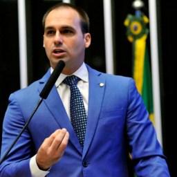 Filho de Bolsonaro orienta professores a não ensinar feminismo