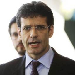 Bolsonaro demite ministro suspeito de corrupção