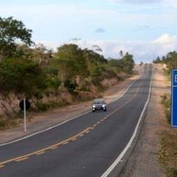 Irará e Água Fria: governador entrega trecho de 17,5 quilômetros recuperados da BA-084