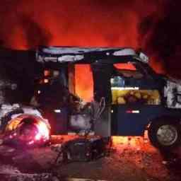Assaltantes explodem carro-forte e levam cerca de R$ 2 milhões