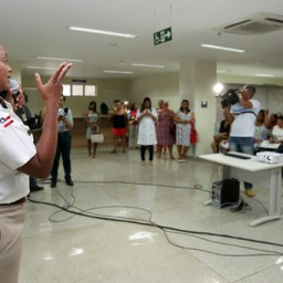 Pacientes do Hospital da Mulher assistem palestra da major Denice Santiago