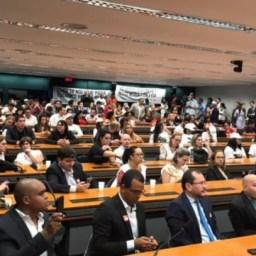 Audiência pública para discutir carga horária da enfermagem reúne profissionais de todo Brasil