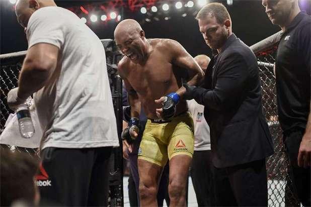 Anderson-Silva-recebe-gancho-m%C3%A9dico-de-180-dias-ap%C3%B3s-UFC-Rio-1 Anderson Silva recebe gancho médico de 180 dias após UFC Rio