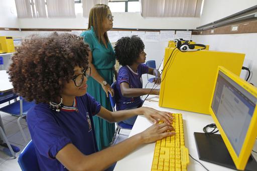 Projeto-Enem-100-orienta-estudantes-a-se-inscreverem-no-exame Escolas da rede estadual mobilizam alunos para inscrição no Enem