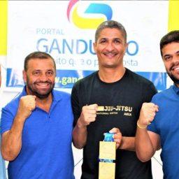 Gandu: Atleta de Jiu-jitsu recebe visita de lideranças políticas do município