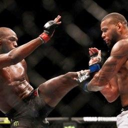 UFC 239: Marreta faz luta dura, mas Jon Jones vence na decisão dividida dos juízes