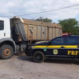 Caminhão roubado e carro de luxo adulterado são recuperados no interior da Bahia
