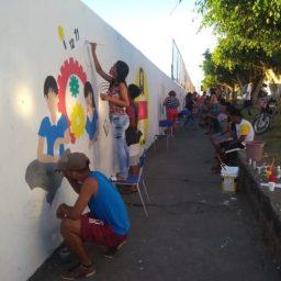 Estudantes de Ibirataia embelezam ambiente escolar com intervenções artísticas