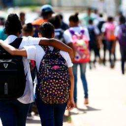Estados e municípios devem decidir como cumprir calendário escolar