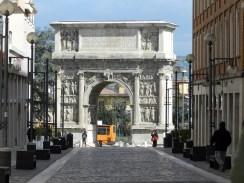Arco di Traiano 3
