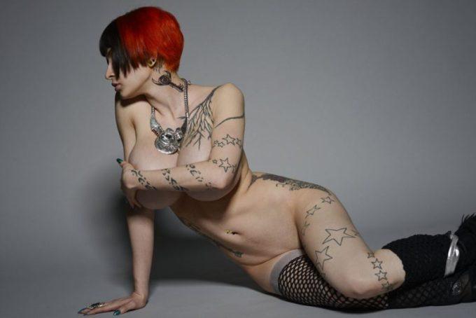 海外の全身にタトゥーを入れている女性達です。