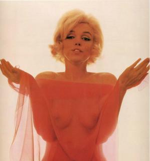 魅惑のセクシー女優、マリリン・モンロー(Marilyn Monroe)のヌードです。