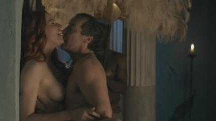 アメリカの女優ルーシー・ローレス(Lucy Lawless)が映画「スパルタカスⅠ(Spartacus Blood and Sand)」でおっぱい丸出しです。 ぱーと1