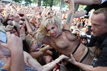 世界の歌姫、レディーガガ(Lady GaGa)が脱いでおっぱい丸出し! 海外セレブ 画像流出