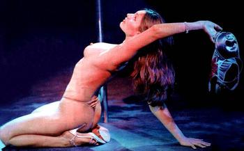 PLAYBOY誌の表紙も飾っていたケリー・ブルック (Kelly Brook)のセクシーショット&ビーチヌード!