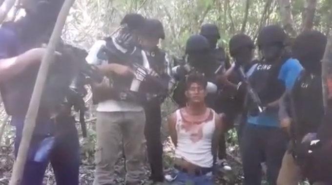 【閲覧注意】 ちょっと長いがメキシコの麻薬カルテルが敵を捕まえ殺害後、断頭した映像。