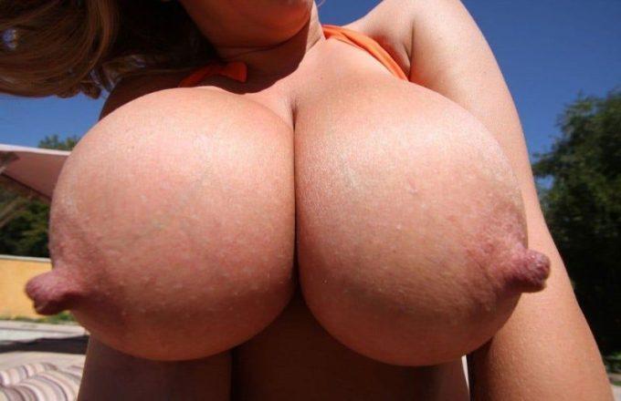 外国人の勃起乳首を見た事があるでしょうか?