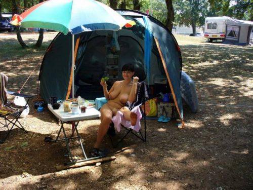 ヌーディストたちが開催するヌードキャンプがエロ過ぎるwww