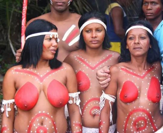 おっぱい丸出しのアフリカの先住民族をご覧下さいwww