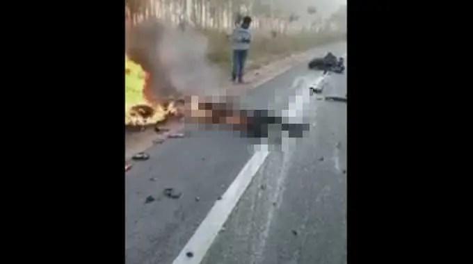 【閲覧注意】 交通事故で燃え切った男性。