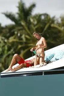 ポーランドのトップモデル、ジョアンナ・クルーパ(Joanna Krupa)の船上トップレスをご覧下さい。