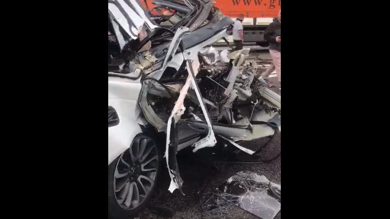 【閲覧注意】 スピードの出し過ぎでレンジローバーが交通事故を起こした現場。