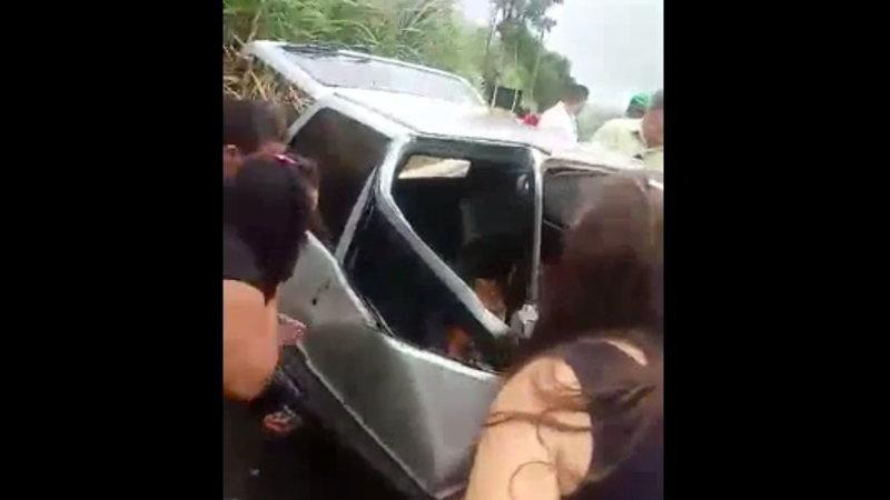 【閲覧注意】 交通事故で乗っていた中年の夫婦がもうダメかも・・・