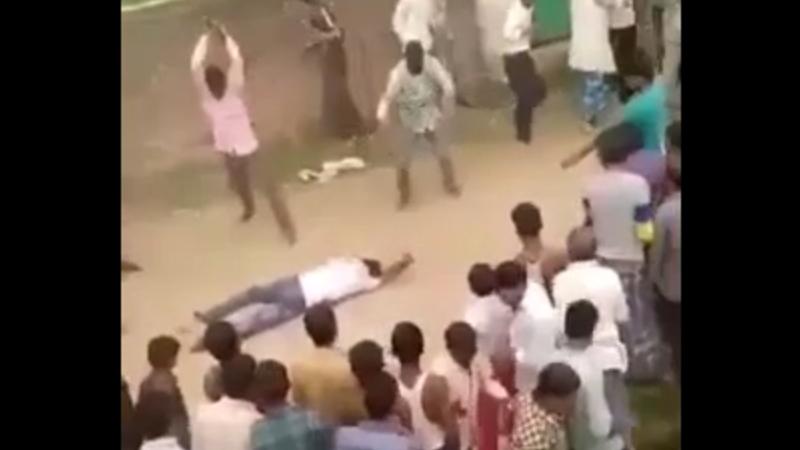 妻の命を奪った男性が住民に動けなくなるまで攻撃される!