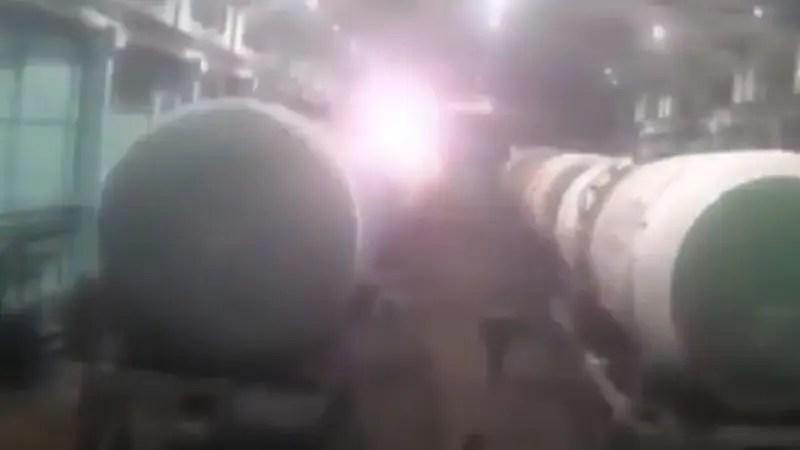ロシアの工場で起きたタンクの爆発事故の映像です。