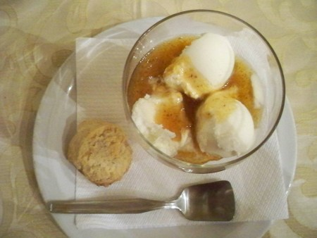 Ice cream with fig sauce