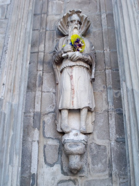 Statue on Igreja de San Domingos