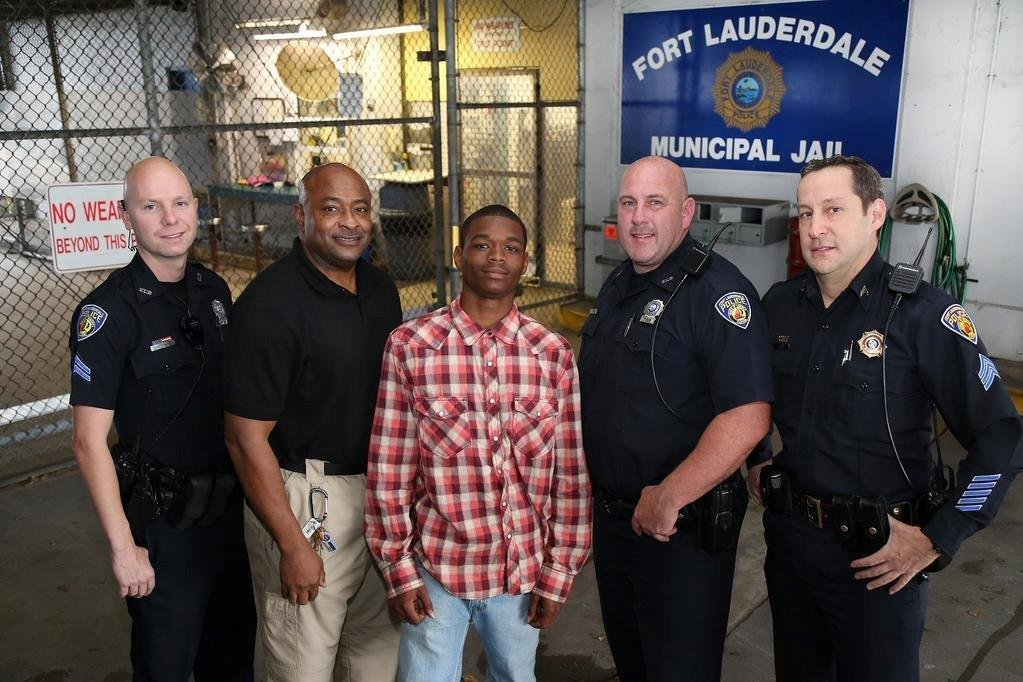 Teen receives commendation for saving officer's life