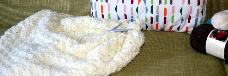 Wolldecke mit Schachbrettmuster selbst stricken