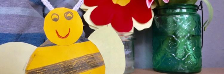 Biene Maja als Handpuppe- diese Biene aus Tonpapier ist ganz schnell gebastelt , auch für Kinder unter 3 und Kindergartenkinder. Basteln für den Frühling im kindergarten oder zuhause. #basteln #diy #ostern