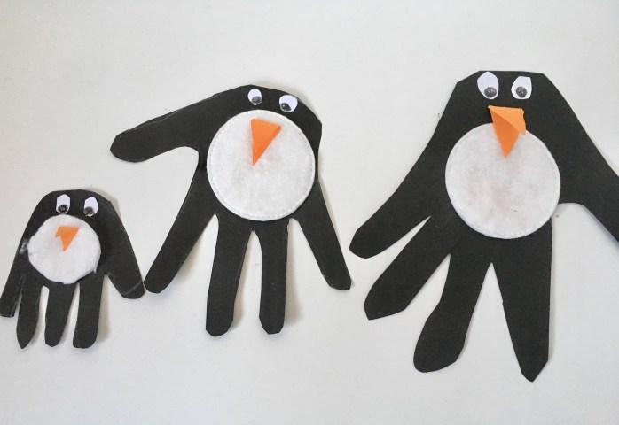 Bastelanleitung für Pinguine aus handabdrücken - basteln mit kindern