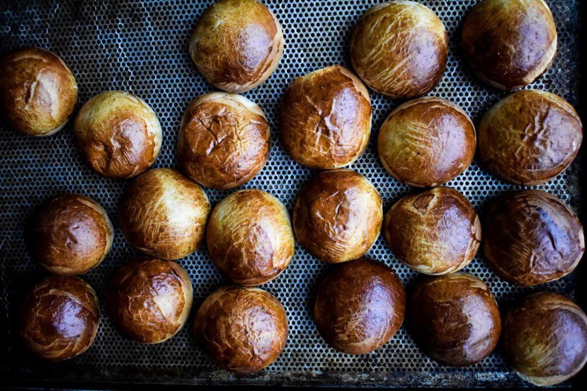 Rezept für schwedische Fastnachtsgebäck - fastlagssemlor schnell zu backen Rezept aus Schweden. Schmeckt nicht nur zu Fastnacht - gefüllte süße Hefeteig brötchen