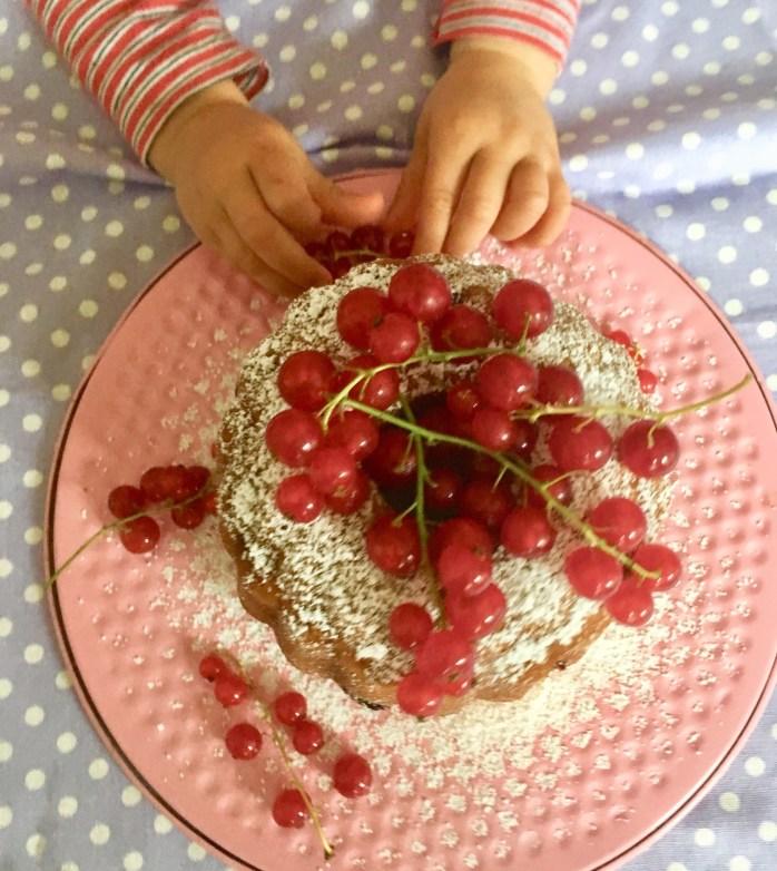 Rezept für Gugelhupf mit Johannisbeeren - gugelhupfrezept mit Beeren und Rührteig