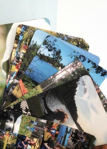 Robuste Fotos, zusammengehalten von einem Clip. fingebook - schnelles Fotobuch erstellen mit Rabattcode