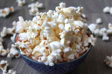 popcorn in ceramic bowl