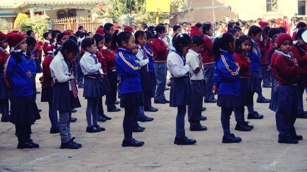 Hymn szkolny dzieci w Nepalu