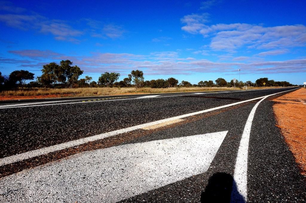 Widoki na trasie z Alice Spring pod Uluru