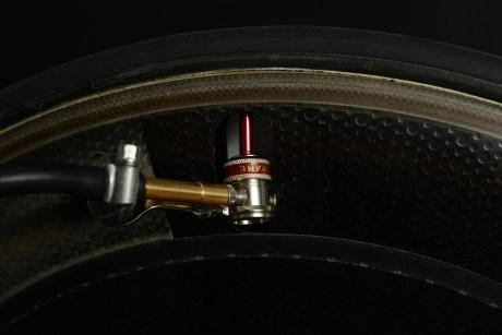 カスタムフロアポンプで試してみました「ZIPP Sub-9 Disc」空気注入編