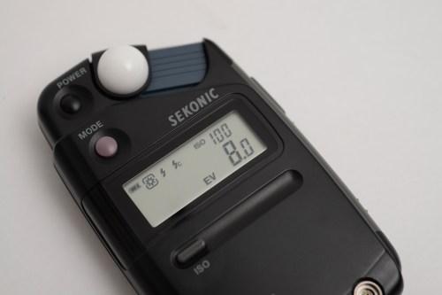 フラッシュメーターにある「EV値(exposure value)」ってなに?「撮影時のシャッタースピードと絞りの関係」