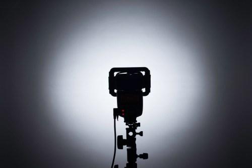 スピードライトに「Polaroid 外部フラッシュ用 ハニカムグリッド(6.3mm)」装着&発光テスト