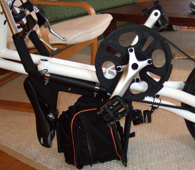 Strida Faltrad gefaltet bei montierter Akkubeleuchtung
